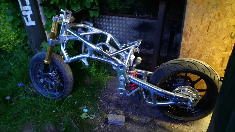 Click image for larger version  Name:rolling chassis2.jpg Views:40 Size:94.1 KB ID:102518